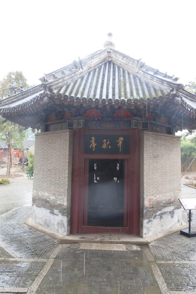 主体建筑为观音阁,是一座三层木结构的楼阁