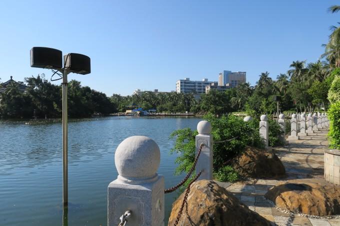"""""""一园两湖""""是海口市人民公园与东湖,西湖的合称,位于海口市中心区,是"""